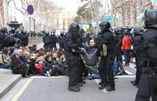 La Audiencia de Barcelona absuelve los 12 CDR juzgados por encadenarse a las puertas del TSJC