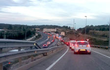 Choque sin heridos a la salida de la rotonda de l'N-340 a Torredembarra