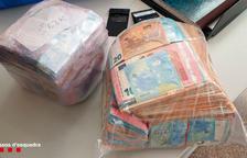 Los Mossos detienen en el Vendrell un conductor francés con matrículas falsas y 115.000 euros en efectivo