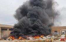 Incendi de runa a unes naus abandonades de Riudoms