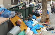 La basura se acumula en Reus y el gobierno avisa a FCC de que multará si no la límpia