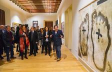 Els gravats d'Antoni Tàpies ja es poden visitar al Castell de Vila-seca