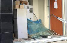 Arrancan y roban un cajero automático en la Ampolla con la ayuda de un camión sustraído antes en Deltebre