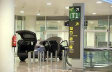 Detenen dues persones per intentar accedir amb el seu vehicle a la T-1 de l'aeroport del Prat sense provocar ferits