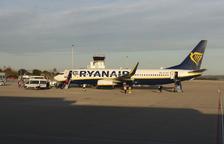 Una imatge d'arxiu d'un avió de Ryanair que acaba d'aterrar a les pistes de Reus.
