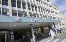 Los hospitales de la demarcación se reorganizan para aumentar las UCI
