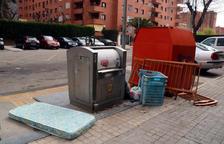 Ricomà llama a tirar la basura en los contenedores para evitar poner en peligro a los trabajadores de la limpieza
