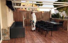 Soldados del Ejército desinfectan una residencia de gente mayor en Creixell