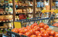 Imagen de un supermercado dónde comprar alimentos básicos.