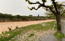 Plano general del barranco de la Galera con agua bajando a su paso por el municipio de Masdenverge.