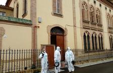 Efectivos del ejército desinfectan la residencia Sant Antoni Abad de Arboç