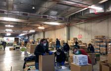 El CCIB reconvertido en centro logístico para repartir material contra el coronavirus en residencias y centros asistenciales.
