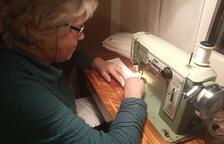 Voluntàries de Prades realitzen més de 1.000 mascaretes per als establiments essencials