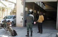 Enxampen diverses persones en una compravenda de vehicles en un taller clandestí a Valls