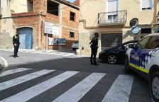 Denunciades vuit persones a Constanti per celebrar una festa en un pis i provocar aldarulls al carrer