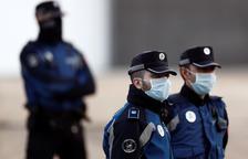 Retencions a les sortides de Madrid per controls policials previs a l'entrada en vigor de l'estat d'alarma