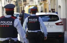 Tres detinguts per endur-se per la força a una persona durant una discussió per drogues