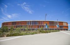 Així lluïa el Palau d'Esports dies abans de l'inici dels Jocs Mediterranis, que es van endarrerir un any i es van acabar disputant el 2018.