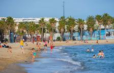Els municipis preparen amb incertesa l'obertura de platges per banyar-se