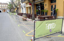 Falset empieza los trabajos por suprimir aparcamientos para que bares y restaurantes amplíen las terrazas