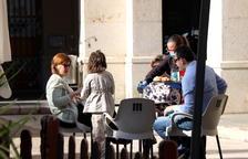 El centro comercial de Tortosa revive en la primera jornada de bares y tiendas abiertas