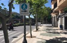 Cambrils instala 30 paneles informativos para que los peatones circulen por su derecha