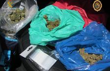 Un detenido por llevar en el coche dos kilos de cogollos de marihuana en Sant Carles de la Ràpita
