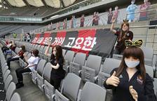 Multen un equip de futbol sud-coreà per utilitzar nines sexuals de públic