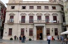 El Ayuntamiento de Reus con la pancarta de 'Libertad Presos Políticos'.