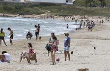 El bany i prendre el sol està permès des d'avui a la Costa Daurada