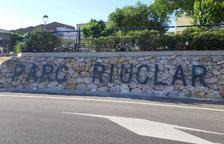 L'Ajuntament instal·la un nou cartell a l'entrada del barri Parc Riuclar