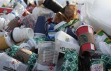 Los vasos de plástico de un solo uso dejarán de ser gratuitos el año 2023