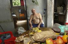 Intenten fer fora un home de 75 anys que ocupa una caseta de Renfe a Salou