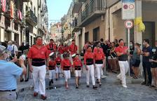 Las collas de Valls hacen una entrada simbólica en la plaza del Blat para celebrar la diada de Sant Joan
