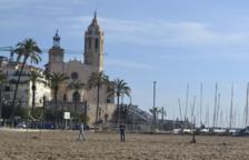 Unos bañistas encuentran un fardo de 50 kilos con hachís en una playa de Sitges
