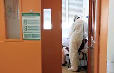 Dan el alta a un recién nacido sin covid cuya madre está en la UCI con el virus