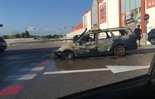 Crema completament un vehicle a les Gavarres