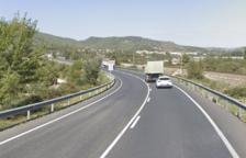 Retencions a la C-14 per un accident entre dos turismes