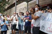 Els militants de l'esquerra independentista a la sortida dels jutjats de Reus.