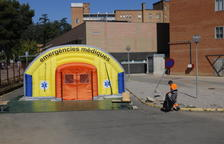 El hospital de campaña que se ha instalado al lado del Arnau de Vilanova para atender casos de covid-19.