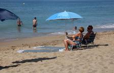Sanitat i autonomies debatran avui si s'ha de dur sempre mascareta a platges i piscines