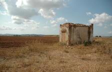 Uno de los dos refugios antiaéreos que se conservan del antiguo campo de aviación de Santa Oliva.