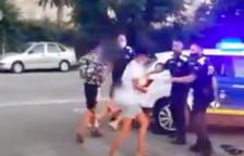 Tensión entre un grupo de jóvenes y la Policía de Torredembarra durante una detención