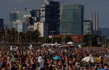 Tornen a tancar els accessos a tres platges de Barcelona per aglomeracions