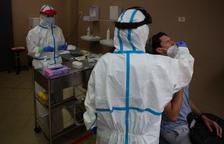 Sanitat registra 1.358 nous positius per covid-19 a Espanya i 28.424 morts, dos més que dilluns