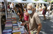 El Dia del Llibre rep el suport dels tarragonins i omple de vida la Rambla