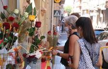 Llibreters i floristes recuperen les bones sensacions en el Sant Jordi d'estiu a Tortosa