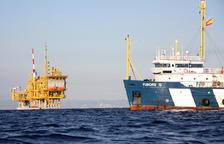 Vaixell de vigilància al voltant de la plataforma marina del projecte Castor, en una imatge d'arxiu. (horitzontal)