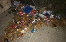Les restes de la botellada que va provocar les queixes dels veïns