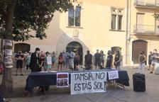 Desenes de persones protesten per una agressió racista a la Selva